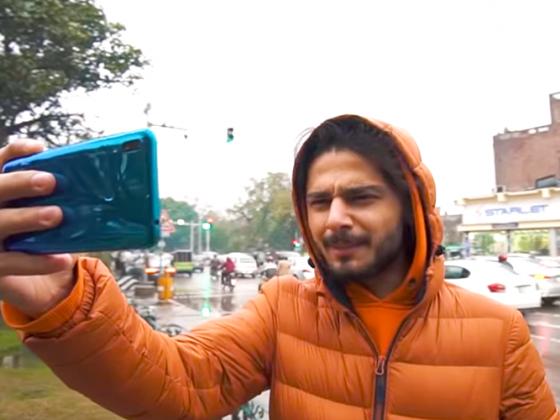 Pakistani Influencer holding Huawei mobile